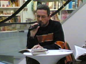 """Durante un reading di """"Stojan Decu"""""""
